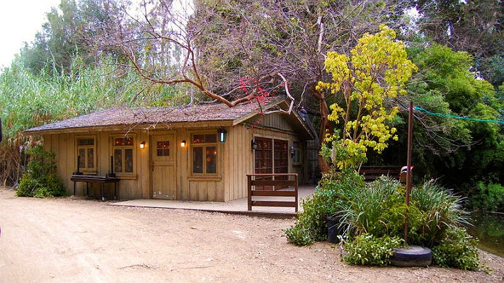 "Emily and Maya's lakeside cottage in ""Pretty Little Liars"" at Warner Bros. Studio"