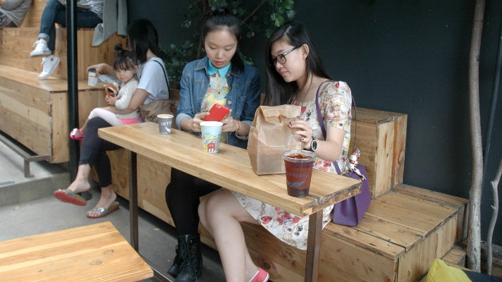 Sally Guo and Susanna Niu at Intelligentsia in Venice