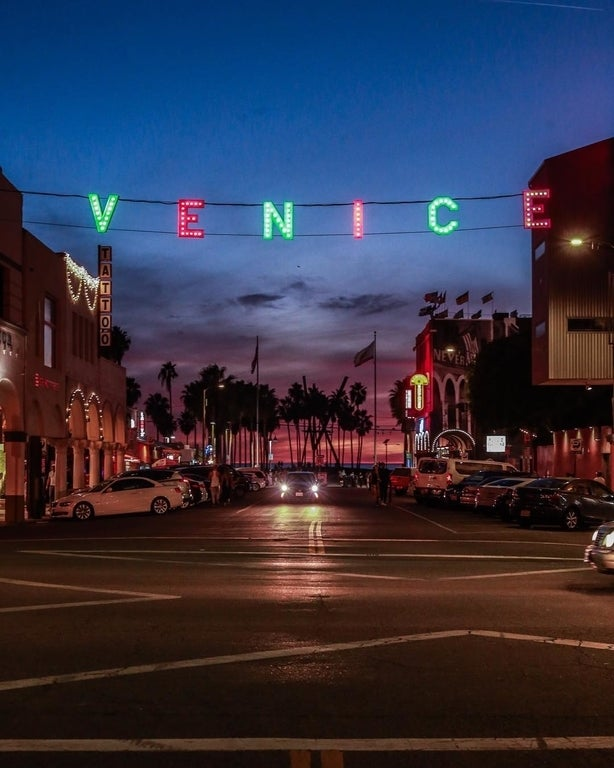 Venice Sign Holiday Lighting in 2017